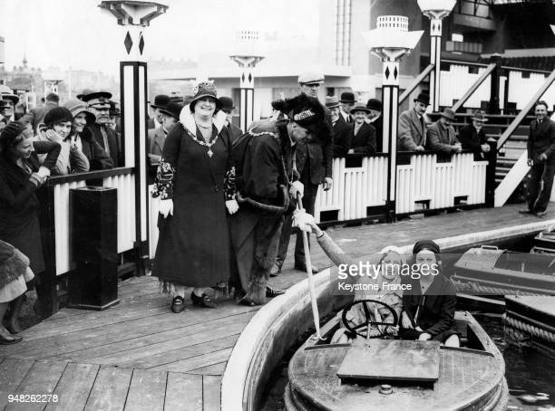 Le Maire et son épouse de Margate inaugurent le nouveau parc d'attraction à Margate RoyaumeUni en mai 1931