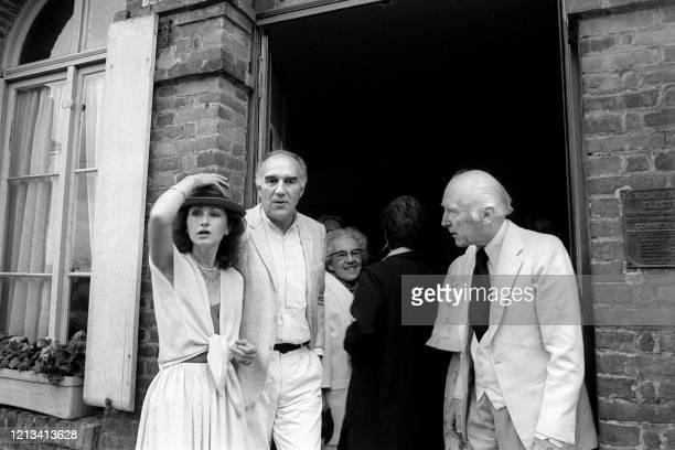 Le maire MBougon vient de célébrer le mariage de Michel Piccoli et de Ludivine Clerc à la mairie de SaintPhilbertsurRisle le 10 juillet 1978