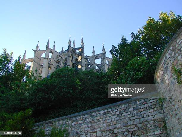 le mans cathedral - sarthe stock pictures, royalty-free photos & images