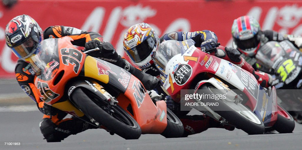 Swiss Thomas Luthi (C) rides his Honda ahead of Finnish rider Mika Kallio (C) and Italian Fabrizio Lai (R) during the French 125cc Grand Prix, 21 May 2006 at the Le Mans racetrack, western France. Luthi won the race ahead of Kallio and Lai.