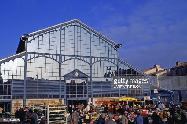 Le marché des Halles de Niort dans les DeuxSèvres France