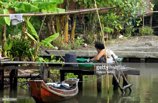 Le march flottant de Damnoen Saduak est situ 80 km au sud ouest de Bangkok