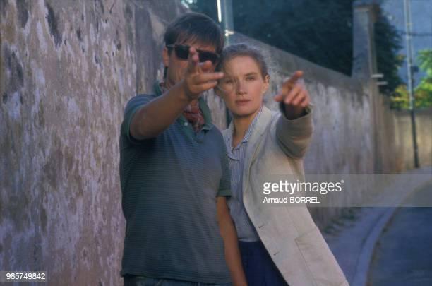 Le metteur en scène Benoït Jacquot et l'actrice Dominique Sanda pendant le tournage du film 'Les Mendiants' le 13 septembre 1986