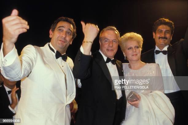 Le metteur en scène Franco Zeffirelli avec les interprètes de son film 'Othello' Placido Domingo Katia Ricciarelli et Justino Diaz au Festival de...