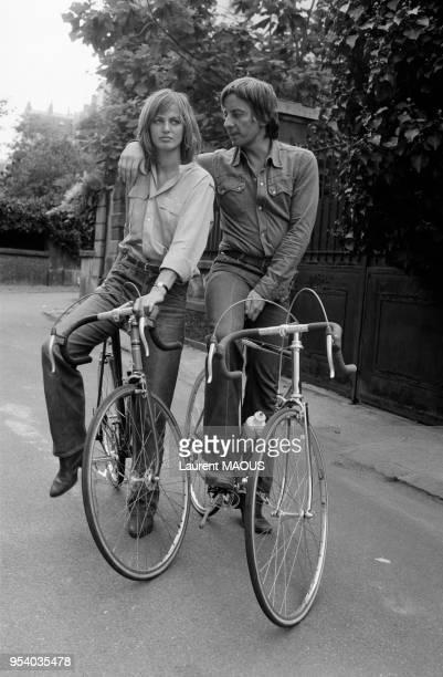 Le metteur en scène Just Jaeckin et l'actrice Dalila Di Lazzaro à Paris en septembre 1975 France