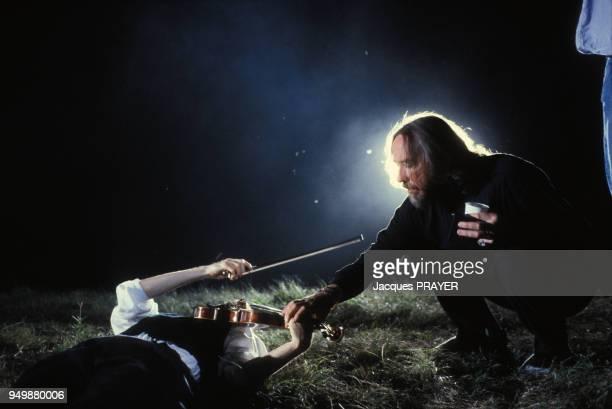 Le metteur en scène Werner Schroeter lors du tournage de son film 'Malina' le 8 août 1990 en Autriche