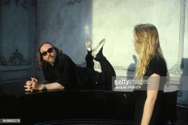 Le metteur en scène Werner Schroeter pendant le tournage du film 'Malina' le 8 août 1990 en Autriche