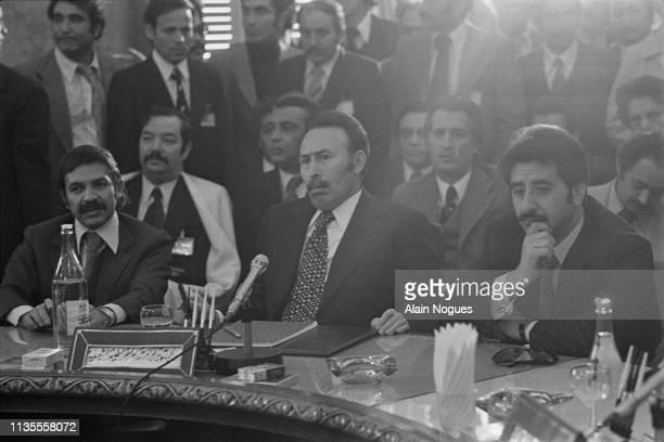 Le ministre algérien des affaires étrangères Abdelaziz Bouteflika et le président de l'Algérie Houari Boumediene lors du Sommet arabe de Tripoli