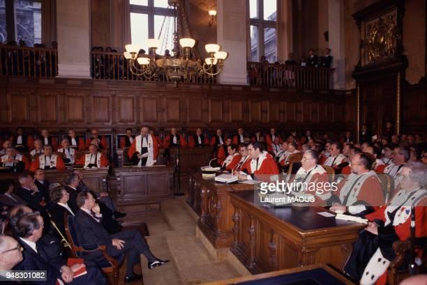 Le ministre de la Justice Albin Chalandon assiste à l'audience solennelle de rentrée des cours d'appel et de Cassation le 6 janvier 1988 à Paris...
