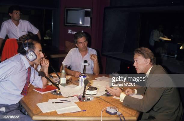 Le ministre de la Justice Albin Chalandon interrogé par le journaliste JeanPierre Elkabbach sur Europe 1 le 8 juillet 1986 à Paris France