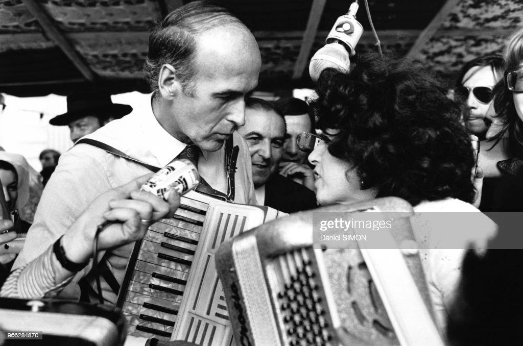 Le Ministre de l'Economie et des Finances Valery Giscard d'Estaing, accompagne Yvette Horner a la fete de l'accordeon de Montmorency, le 22 juin 1973, a Montmorency, France.
