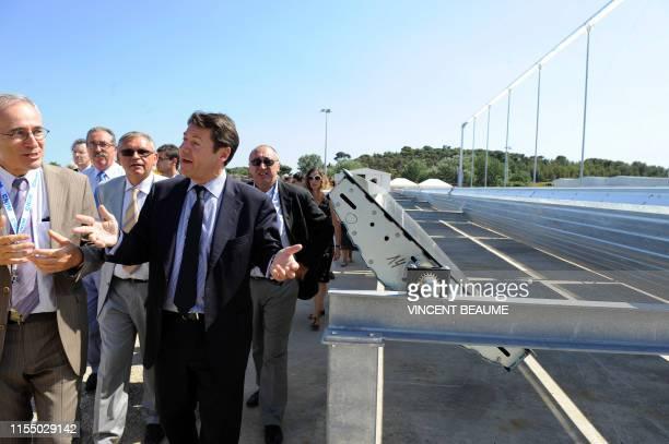Le ministre de L'industrie Christian Estrosi au coté de Roger Pujol directeur de la division solaire du groupe industriel CNIM est photographié lors...