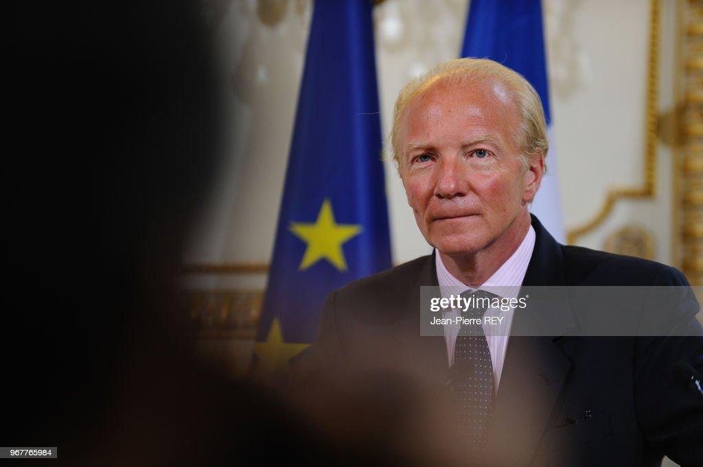 https://media.gettyimages.com/photos/le-ministre-de-lintrieur-reoit-son-homologue-espagnol-alfredo-perez-picture-id967765984