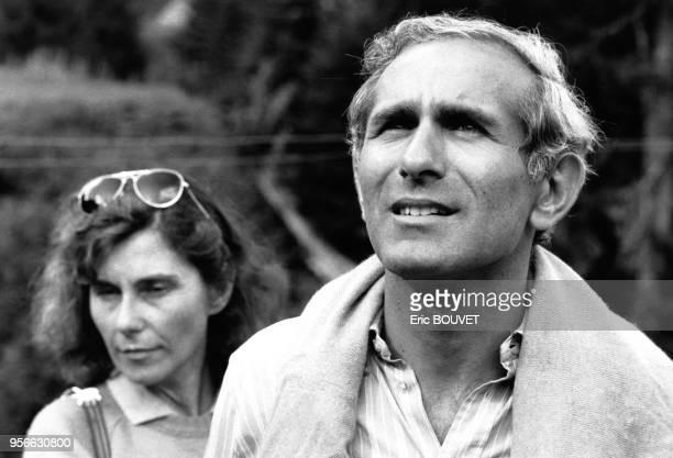 Le Ministre de l'Urbanisme et du Logement Paul Quilès et sa femme en randonnée en montagne le 2 août 1985 Haute Savoie France
