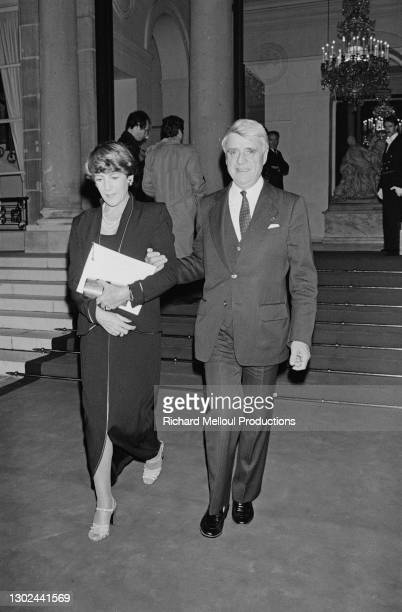Le Ministre du Travail Robert Boulin et sa femme Colette Boulin se rendent à la réception organisée à l'Elysée en l'honneur de Hua Guofeng, dirigeant...