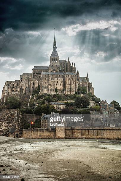 le mont saint michel in normandy france - chateau stock pictures, royalty-free photos & images
