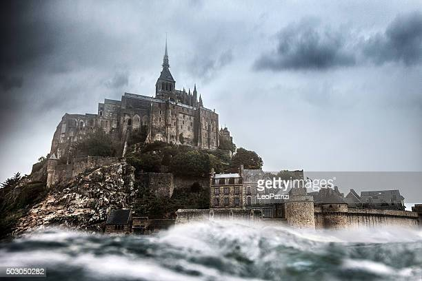 le mont saint michel in normandy france - castle stock pictures, royalty-free photos & images