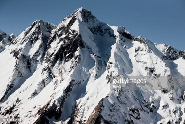 le mont valier en hiver - アリエージュ ストックフォトと画像