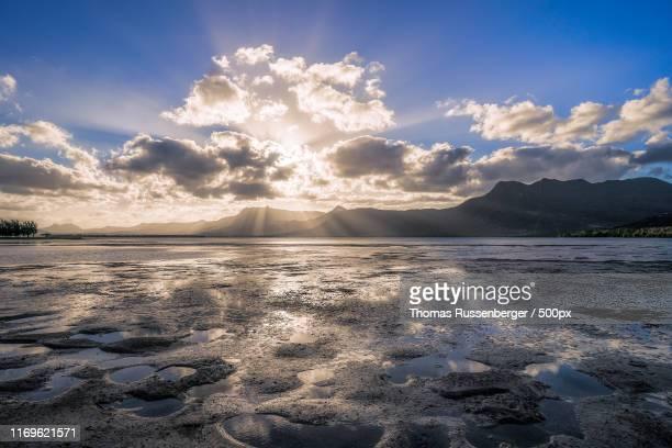 le morne sunrise - インド洋 ストックフォトと画像