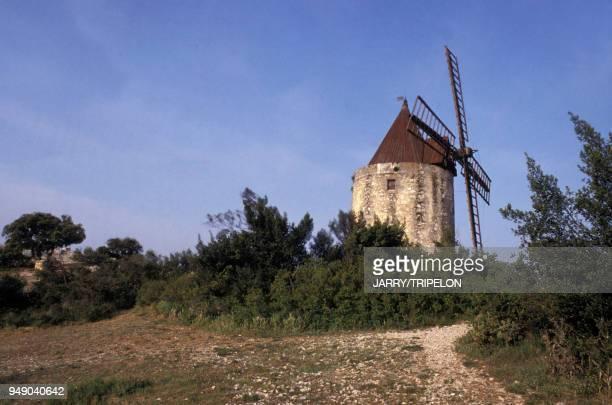 Le moulin SaintPierre moulin d'Alphonse Daudet à Fontvieille dans les BouchesduRhône en France