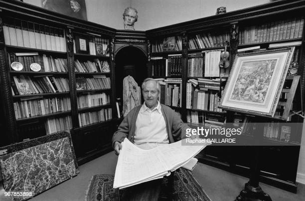 Le musicien Marcel Landowski chez lui le 15 mai 1989 à BoulogneBillancourt France