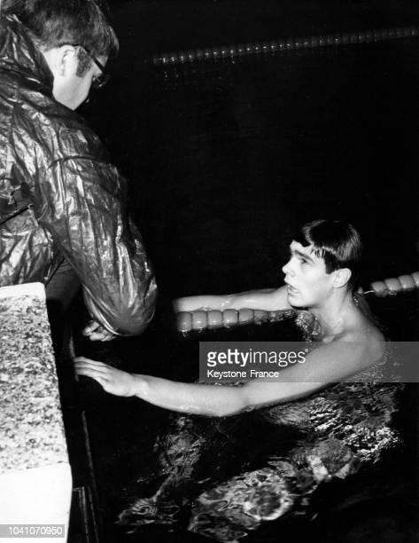 Le nageur et champion olympique Alain Mosconi bat le record de France des 800 m à la piscine Rainier III le 2 novembre 1966 à Monaco