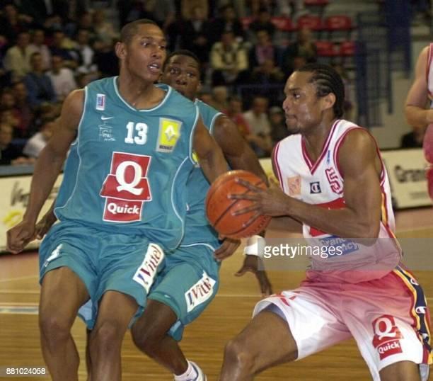 le Nancéien Chris Robinson tente de passer le Palois DiawRiffiod le 28 mai 2002 à Nancy lors de la rencontre opposant Nancy à PauOrthez comptant pour...