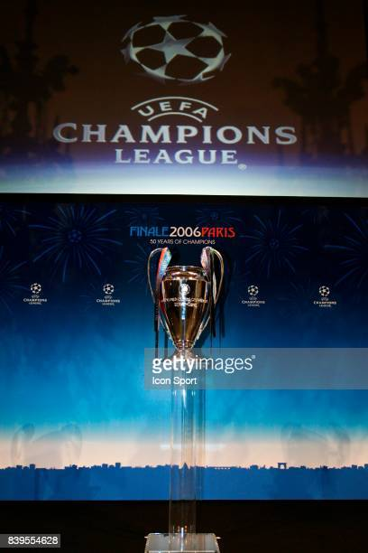 Le nouveau trophee de la Champions League Tirage au sort de la Champions League Mairie de Paris