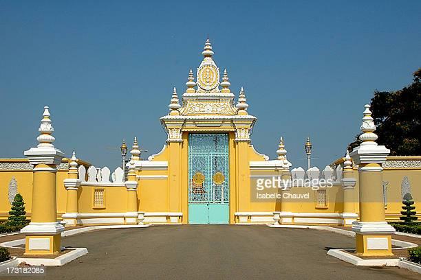 Le Palais Royal de Phnom Penh, au Cambodge , est un complexe de bâtiments qui sert de résidence au roi du Cambodge.Il est orienté vers l'Est et situé...