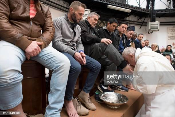 Le pape François a célébré lors du Jeudi Saint de la semaine de Pâques la messe de la Cène et le rite du lavement des pieds avec douze détenus de...