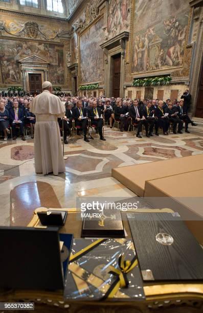 Le pape François a reçu le Prix Charlemagne lors d?une cérémonie au Vatican le 6 mai 2016. Le Prix international Charlemagne est décerné chaque année...