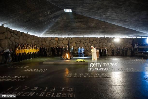 Le pape François a visité le memorial de Yad Vashem érigé en souvenir de l'extermination de six millions de juifs dans les camps nazis le 27 mai 2014...