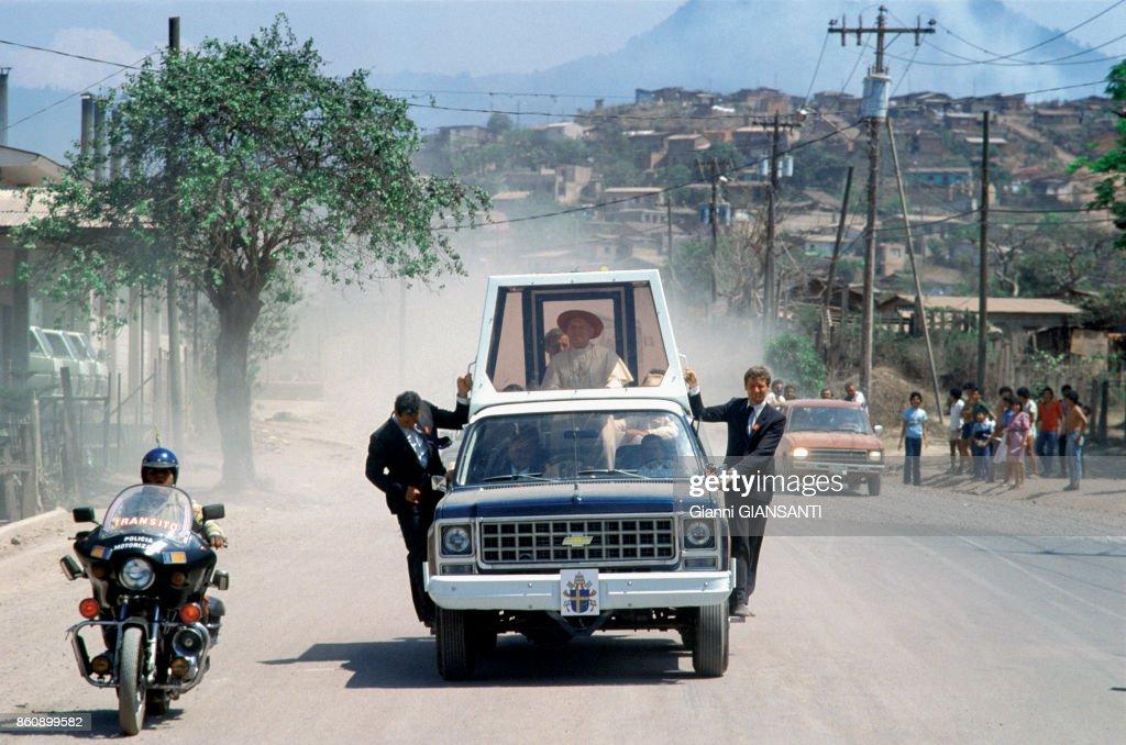 Le Pape Jean-Paul II au Honduras en 1983 : News Photo