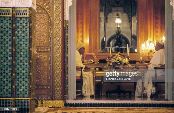 Le Pape Jean-Paul II et le Roi Hassan II à Casablanca lors de la visite du souverain pontif au Maric en aout 1985.