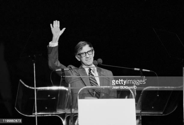 Le pdg de Disney Frank Wells lors d'un discours pour le 15ème anniversaire de Disneyland à Orlando en Floride le 3 octobre 1986, Etats-Unis.