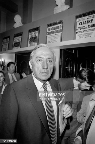 Le peintre français Pierre Soulages assiste à la Générale de la pièce de Théâtre de Milan Kundera Jacques et son Maître le 4 octobre 1981 au Théâtre...