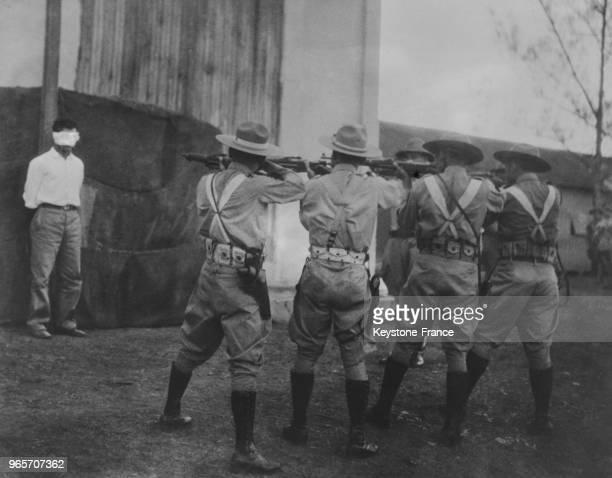 Le peloton d'exécution prêt à tirer sur le supplicié à Cuba le 17 mai 1935