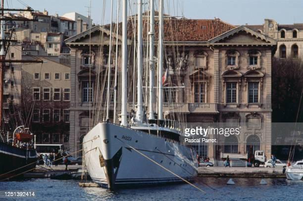 Le Phocea, voilier de Bernard Tapie dans le vieux port de Marseille. Ce bateau baptisé à l'origine Club Meditérannée, a été conçu par Alain Colas. Il...