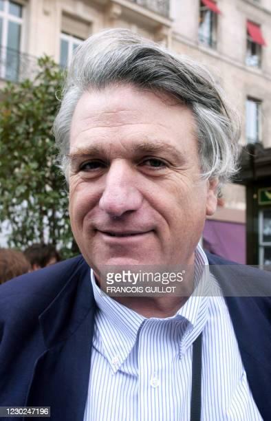 """Le photographe de l'agence Magnum, Richard Kalvar pose, le 06 juillet 2007 à Paris. Soixante kiosques parisiens seront """"habillés"""" par 18 photographes..."""