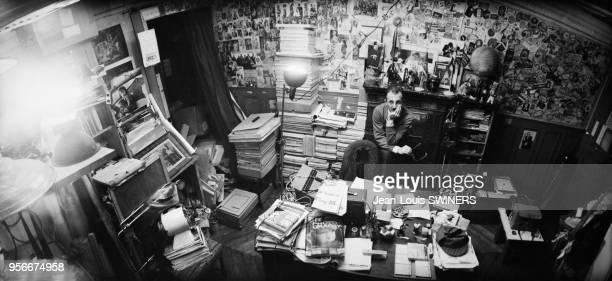 Le photographe français JeanPhilippe Charbonnier dans son bureau en France