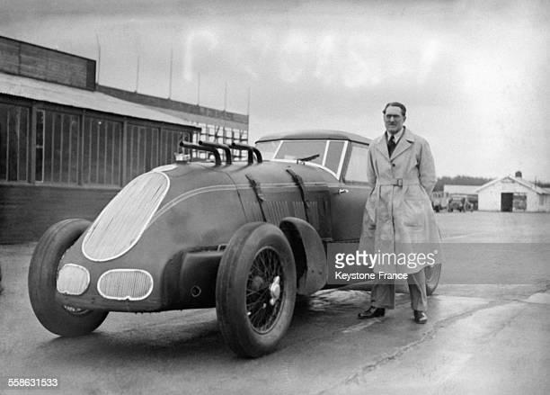 Le pilote automobile anglais George Eyston qui vient de battre un nouveau record sur le circuit de Montlhery France le 19 mars 1934
