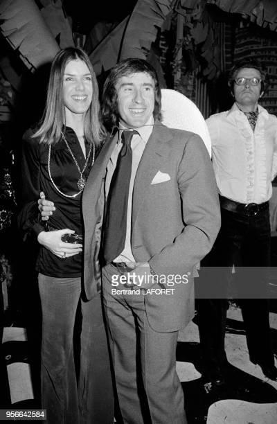 Le pilote automobile Jackie Stewart et son épouse Helen lors d'une soirée en février 1971 à SaintMoritz Suisse