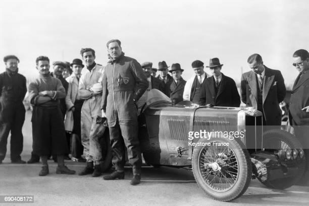 Le pilote George Eyston sur l'autodrome de LinasMonthléry à Linas France le 20 décembre 1932