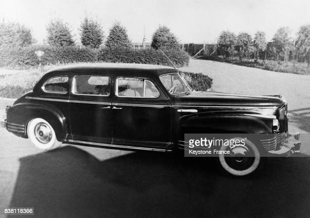 Le plus récent modèle soviétique de voiture de tourisme la ZIS 110 sortant des usines Staline à Moscou URSS en 1946