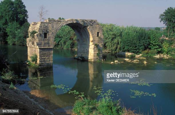 Le Pont Ambroix au-dessus du Vidourle, à Ambrussum, dans l'Hérault, France.