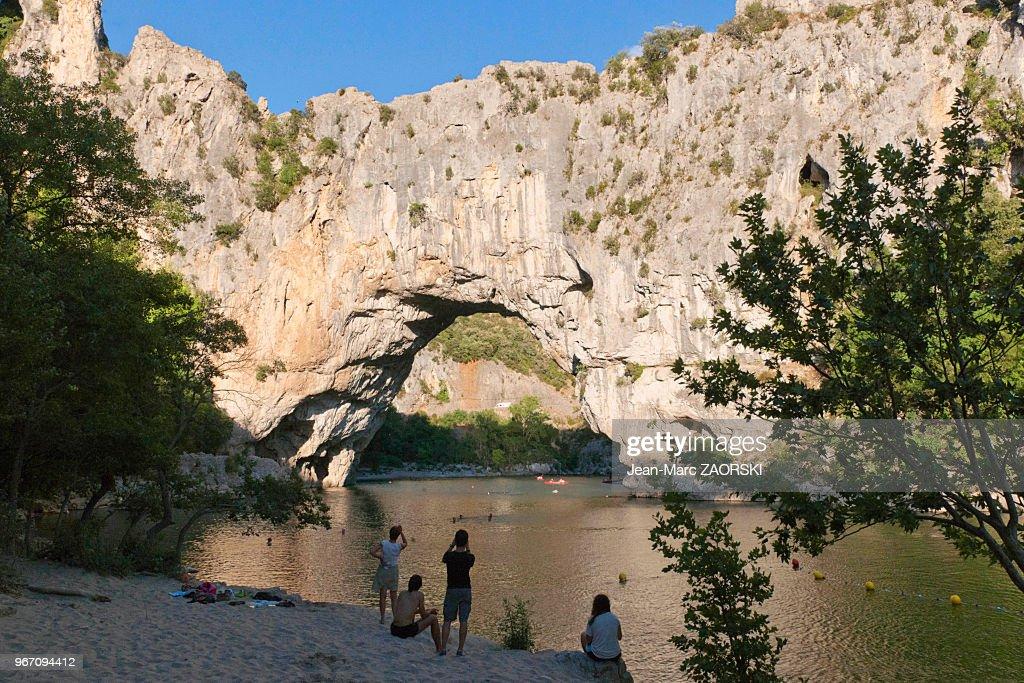 Le Pont D Arc Pont Naturel Decoupe Par La Riviere Ardeche A