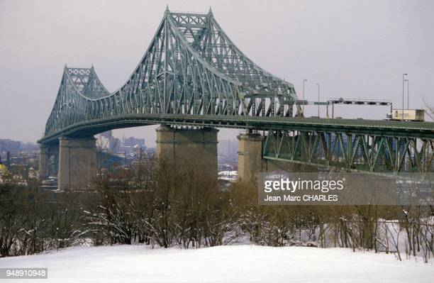 Le pont Jacques Cartier à Montréal, au Canada, en janvier 1990.