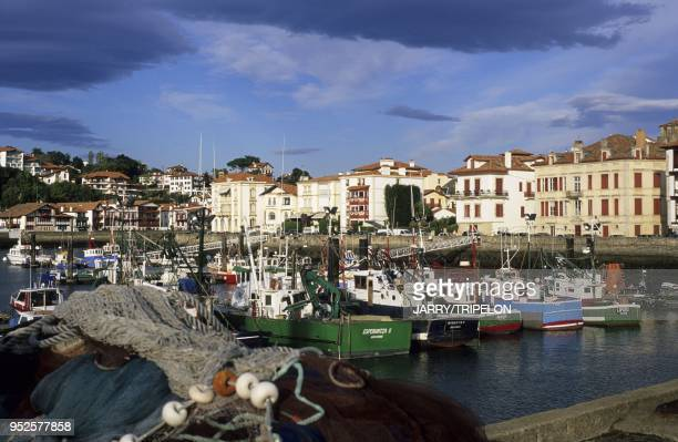 le port SaintJeandeLuz Pays Basque departement PyreneesAtlantique region Aquitaine France the harbour SaintJeandeLuz Pays Basque PyreneesAtlantique...