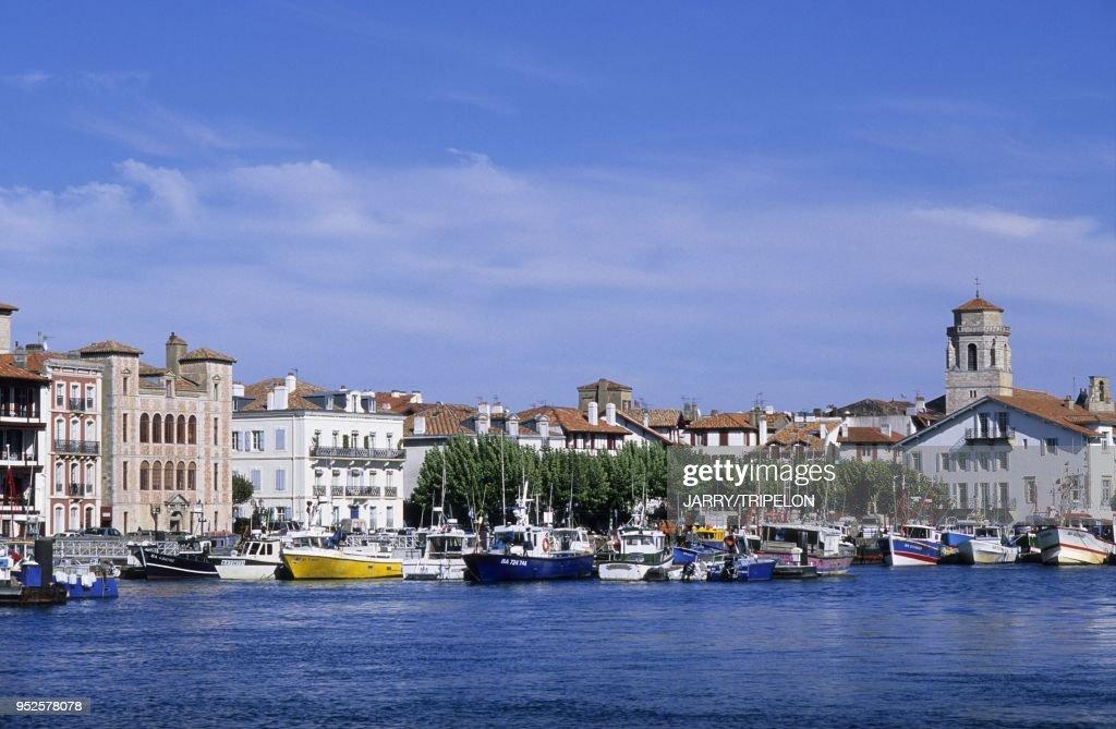 SAINT-JEAN-DE-LUZ, PAYS BASQUE, AQUITAINE, FRANCE : News Photo