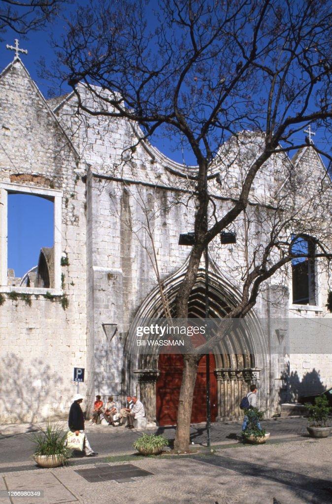 Le Portail Du Couvent Des Carmes A Lisbonne En 2003 Portugal Photo D Actualite Getty Images